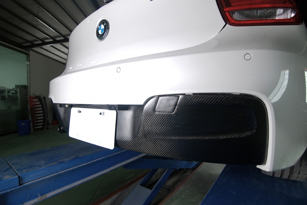 F20 rear diffuser for M Sport bumper, carbon ( made by vacuum ) 2